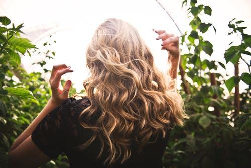 zorg blond haar